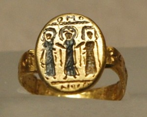 Wedding-ring-Louvre-300x238